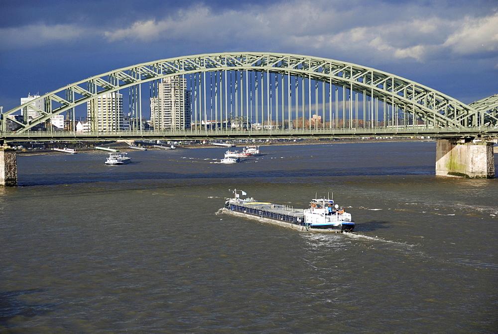 Rhine and Hohenzollern bridge, Cologne, North Rhine-Westphalia, Germany