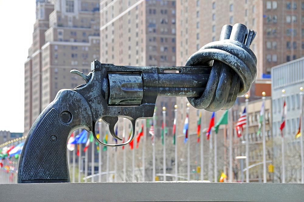 Knot tied around the barrel of a gun, sculpture by artist Carl Fredrik Reuterswaerd in front of the UN Headquarters, New York City, Manhattan, USA - 832-365134
