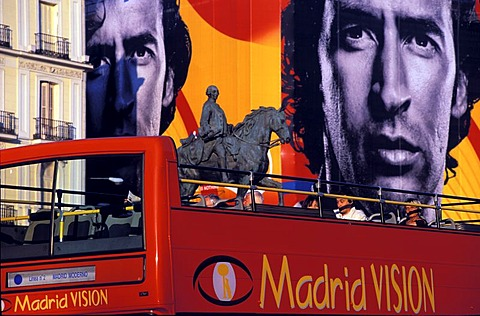 Tourist bus Madrid vision , Madrid , Spain , Europe : Puerta del Sol , bus in front of a disguised front