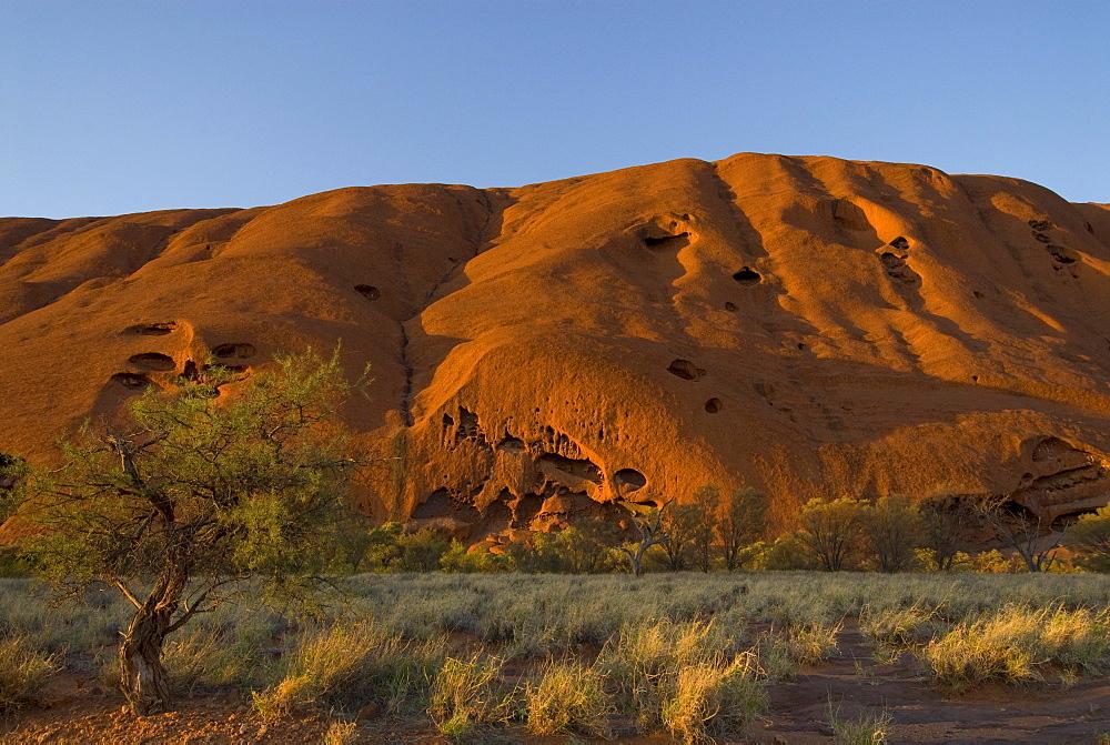 Ayers Rock, called Uluru, magic rock of the Aboriginals, Yulara, Ayers Rock, Northern Territories, Australien, Australia