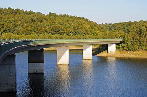 Kraehwinkler Bridge, Wuppertal Dam, reservoir, Remscheid, Bergisches Land, North Rhine-Westphalia, Germany, Europe, PublicGround