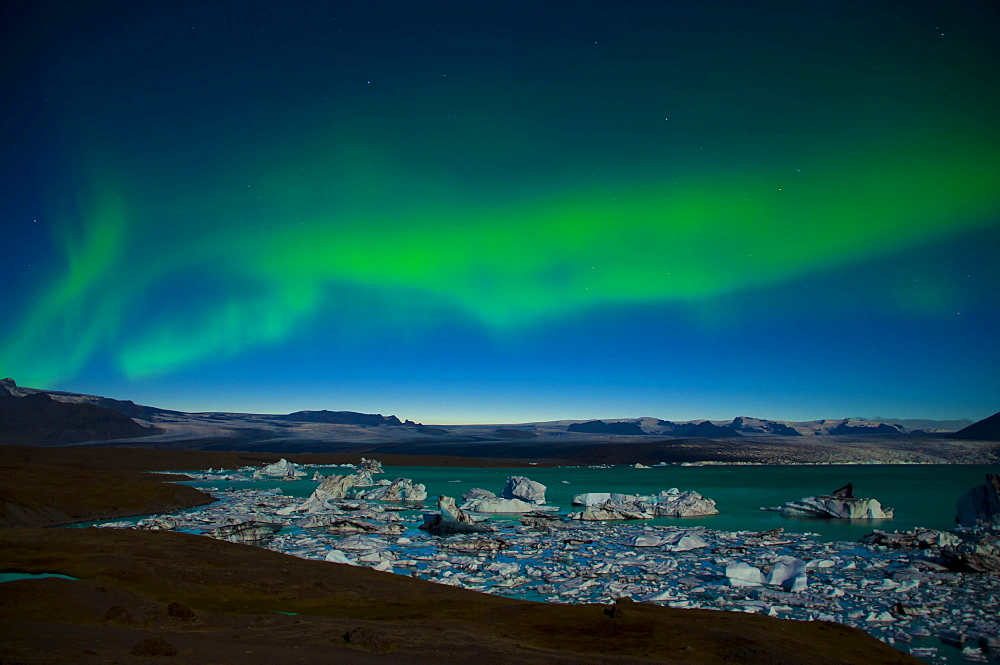 Northern lights over the glacier lagoon of Joekulsárlón, Vatnajoekull Glacier, Austurland, East Iceland, Iceland, Europe