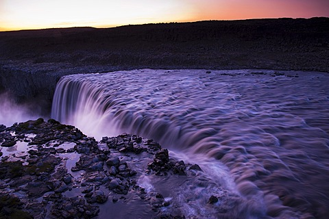 Dettifoss waterfall on the Joekuls√° √° Fjoellum river in evening light, Nor√∞urland eystra, north-eastern Iceland, Iceland, Europe