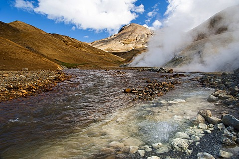 Steaming creek, hot springs and Rhyolite Mountains, Hveradallir high temperature area, Kerlingarfjoell, highlands, Iceland, Europe