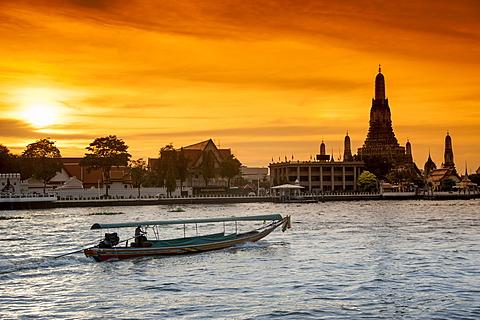 Wat Arun, Temple of Dawn, Ruea Hang Yao or long tail boat on the Chao Phraya River, at sunset, Bangkok, Thailand, Asia - 832-368268