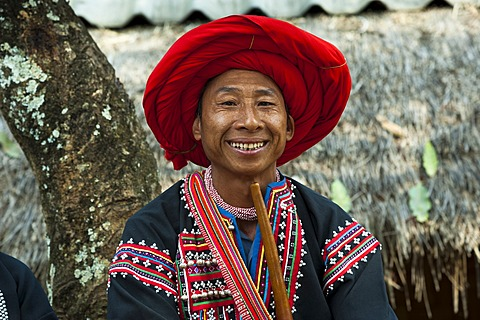 Traditionally dressed smiling man from the Black Hmong hill tribe, ethnic minority from East Asia, portrait, Northern Thailand, Thailand, Asia