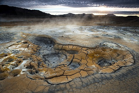 Solfataras, fumaroles, mud pools, sulfur and other minerals, steam, Hveraroend geothermal area, N√°mafjall mountains, M√Ωvatn area, Nor√∞urland eystra, the north-east region, Iceland, Europe