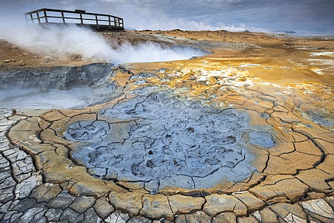 Solfataras, fumaroles, mud pools, sulfur and other minerals, viewing platform, steam, Hveraroend geothermal area, N√°mafjall mountains, M√Ωvatn area, Nor√∞urland eystra, the north-east region, Iceland, Europe