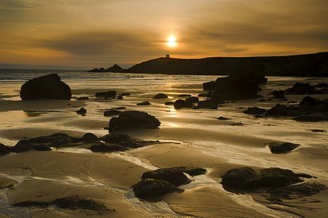 Beach at the Côte Sauvage at sunset, a lone house in the distance, on the west side of the Quiberon peninsula, southern Brittany, Bretagne, France, Europe