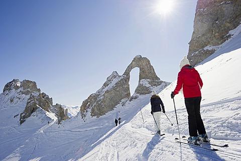 Skiers and snow-covered mountains, Aiguille Percee, Tignes, Val-d?Isère, Département Savoie, Alps, France