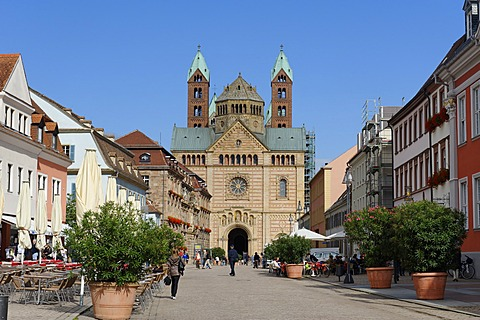 Speyer Cathedral, UNESCO World Heritage Site, with Maximilianstrasse, main street, Speyer, Rhineland-Palatinate, Germany, Europe
