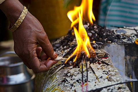 Rituals being performed at the ghats of Varanasi, Uttar Pradesh, India, Asia