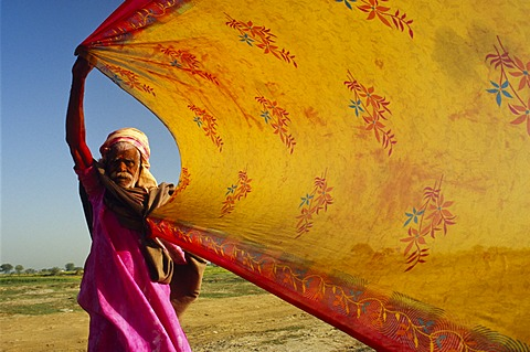 Pilgrim drying his wife's sari after having a bath in the river Yamuna, Vrindaban, Uttar Pradesh, India, Asia