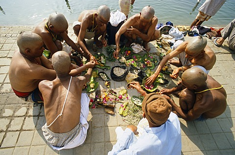 The sons of a dead man pray for a good reincarnation for their father at Har Ki Pauri Ghat in Haridwar, Uttarakhand, formerly Uttaranchal, India, Asia