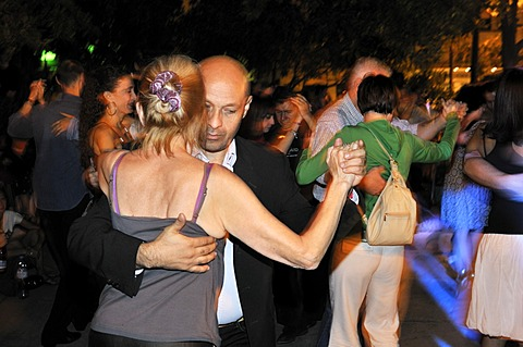Dancing couples at a Milonga, tango event on the Plaza Dorrego square in the traditional San Telmo neighbourhood, Buenos Aires, Argentina, South America