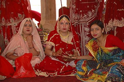 Indian women at Gangaur Festival, Jaipur, Rajasthan, India