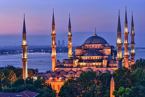 Sultan Ahmed Mosque or Blue Mosque at sunrise, Istanbul, Turkey