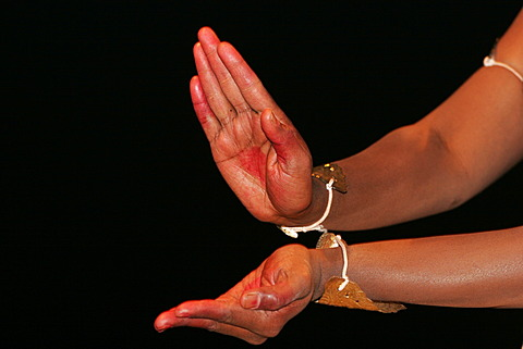 Hands of a temple dancer performing at a puja, mass, to honour the goddess Ganga at the Dasashwamedh Ghat on the banks of the river Ganges, Varanasi, Benares, Uttar Pradesh, India, South Asia