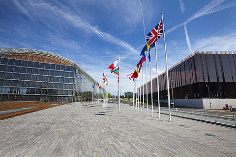 International flags between the European Investment Bank, EIB, and the European Court of Justice, European quarter, Kirchberg plateau, Luxembourg City, Europe, PublicGround