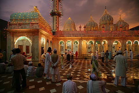 Wedding at a Sufi shrine, Bareilly, Uttar Pradesh, India, Asia