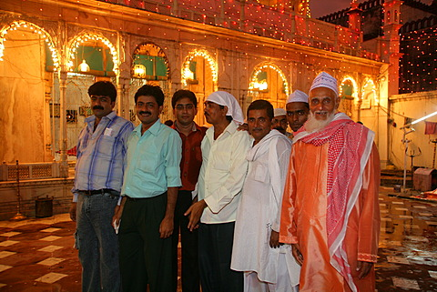 Men, group picture during a wedding, Sufi shrine, Bareilly, Uttar Pradesh, India, Asia