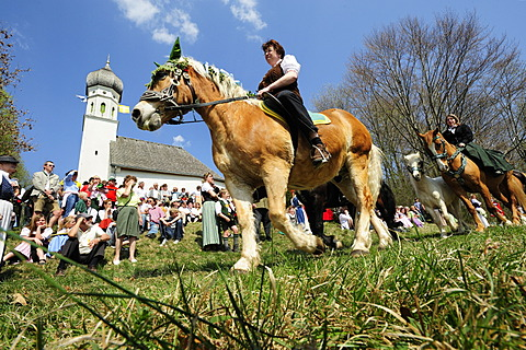 Georgiritt, George\'s Ride, around Schimmelkapelle or St. George\'s Chapel in Ascholding, Upper Bavaria, Bavaria, Germany, Europe