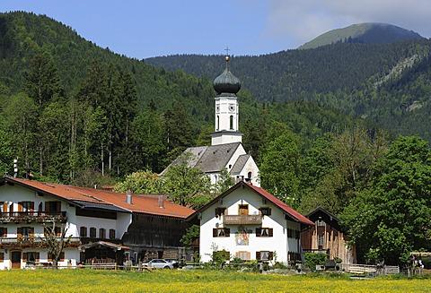 Jachenau with the Parish Church of St. Nikolaus, Isarwinkel region, Upper Bavaria, Bavaria, Germany, Europe