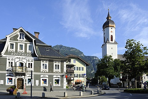 Parish Church of St. Martin, Garmisch district, Garmisch-Partenkirchen, Werdenfelser Land region, Upper Bavaria, Bavaria, Germany, Europe, PublicGround