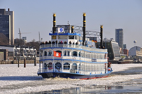 Steamship in the port of Hamburg in the winter, Hamburg, Germany, Europe