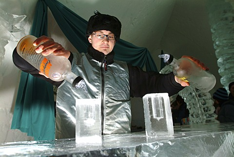 CAN, Canada, Quebec: Ice Hotel in Duchesnay, Ice bar