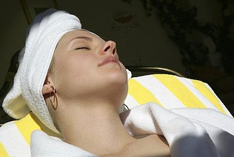 AUT, Austria, Neustift-Milders, Stubai Valley: Wellness. young woman in a spa. Relaxing after a sauna bath. Wellness-Spa Hotel Milderer Hof. |