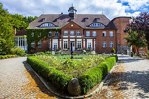Manor house of Schloss Basthorst, hotel, restaurant and spa, Crivitz, Mecklenburg-Western Pomerania, Germany, Europe