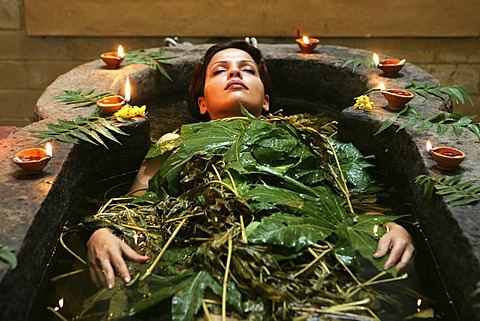 LKA, Sri Lanka : Siddhalepa Ayurveda Resort, ayurvedic herbal bath. - 832-370371