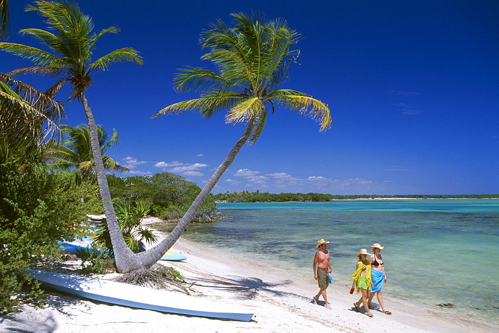 Tourists, sunbathers, Bahia de Punta Solinam, Riviera Maya, Mayan Riviera, Yucatan, Mexico, North America