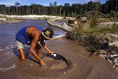 Man panning for gold, Icabarú, Gran Sabana, Venezuela, South America