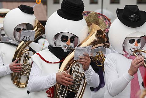 Thaurer Schneemandl Musig, band, Mullerlaufen parade in Thaur, carnival parade, Tyrol, Austria