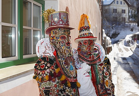 Pair wearing Flinserl costumes, spring figures of the Ausseer carnival, Carnival in Bad Aussee, Ausseerland, Salzkammergut, Styria, Austria, Europe, PublicGround