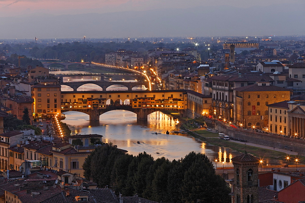 Evening on the Piazzale Michelangolo, overlooking the old town with the Arno River and Ponte Vecchio bridge, Florence, Province of Florence, Tuscany, Italy, Europe