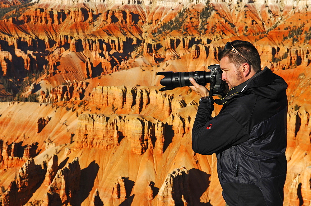 Photographer Norbert Eisele-Hein at Spectra Point, Cedar Breaks National Monument, Dixie National Forest, Brian Head, Utah, USA