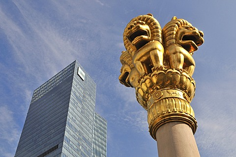 Column with golden lion sculptures, Jing'an Temple, Shanghai, China, Asia