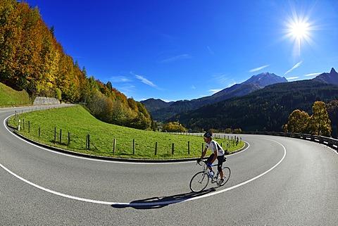 Cyclist riding along the Hochalpenstrasse, a high alpine road between Bischofswiesen and Berchtesgaden, Upper Bavaria, Bavaria, Germany, Europe