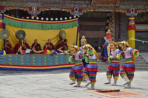 Tibetan Buddhism, religious masked Cham dance, at the important Kumbum Monastery, Gelug or Gelug-pa yellow hat sect, Ta'er Monastery, Huangzhong, Xinning, Qinghai, formerly Amdo, Tibet, China, Asia