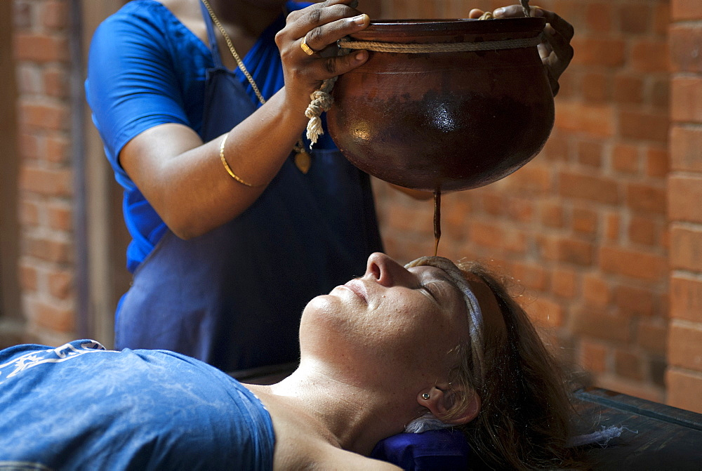 Shirodhara, Ayurvedic treatment, oil is gently poured over the forehead, Somatheeram Ayurvedic Health Resort, Chowara, Malabar Coast, South India, India, Asia