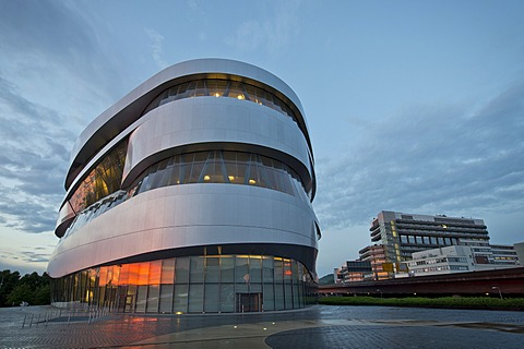 Mercedes-Benz Museum in the evening, modern architecture, Daimler, Daimler AG headquarters in Untertuerkheim, Mercedes-Benz factory, Stuttgart, Baden-Wuerttemberg, Germany, Europe