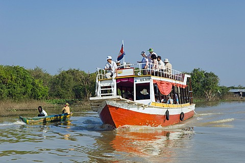Tourist excursion boat on the Tonle Sap Lake, Chong Khneas floating village, Siem Reap, Cambodia, Indochina, Southeast Asia