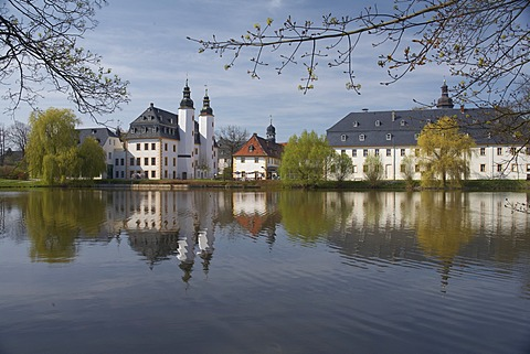 Schloss Blankenhain Castle, Agricultural Museum, reflection in the water, near Crimmitschau, Saxony, Germany, Europe