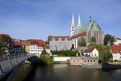 Altstadtbruecke bridge across the Neisse river between Goerlitz, Saxony, Germany and Zgorzelec, Poland, Church of St. Peter and Paul, Waidhaus building and Vierradenmuehle mill, Poland, Europe