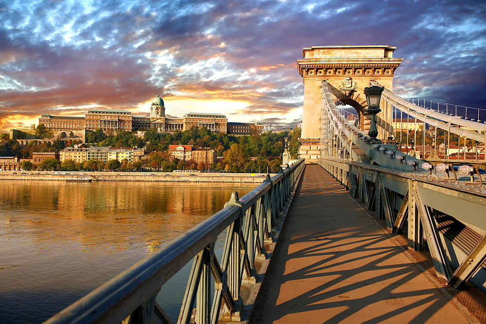 Szechenyi Chain Bridge, suspension bridge over the Danube between Buda and Pest, Budapest, Hungary, Europe