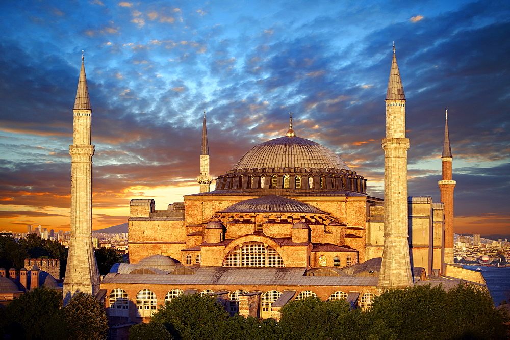 6th century Byzantine, Eastern Roman, Hagia Sophia, Ayasofya, at sunset, built by Emperor Justinian, Istanbul, Turkey