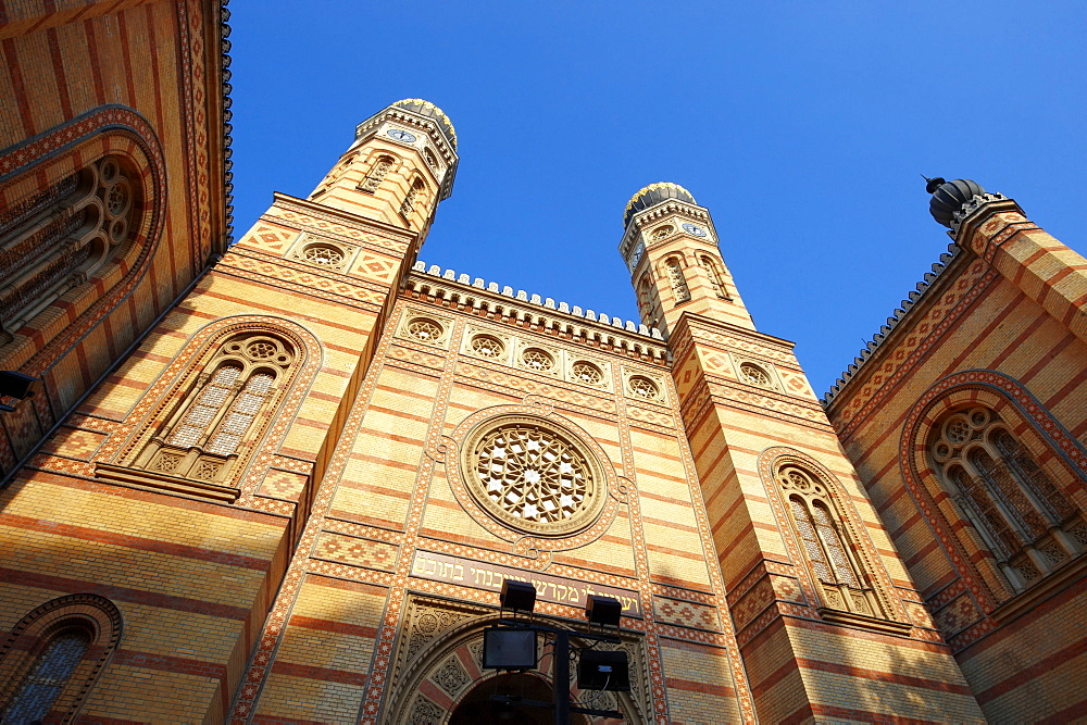 Dohány Street Synagogue or Great Synagogue, Nagy zsinagóga, the second largest synagogue in the world built in Moorish Revival Style, Budapest, Hungary, Europe